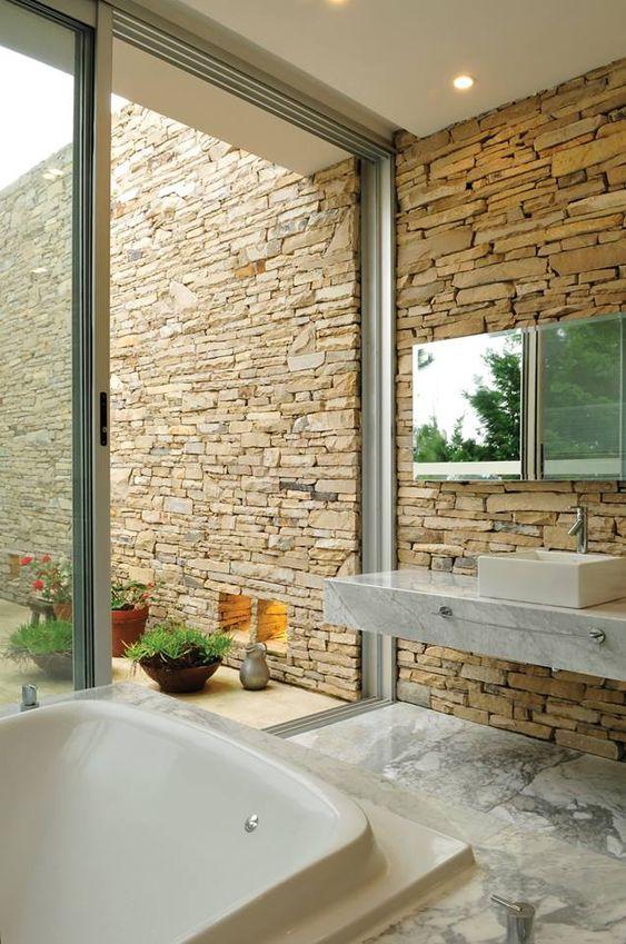 แต่งผนังบ้านด้วยหินเพิ่มความงามที่น่าหลงไหล